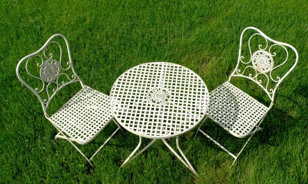 A practical guide to cleaning outdoor furniture