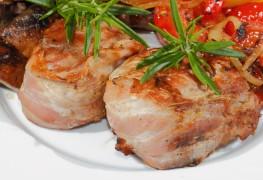 Meat main dish recipe: pork medallions with mushroom sauce