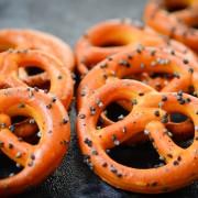 Snack recipe: homemade potato chips and pretzels