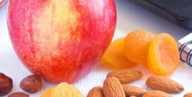4 easy ways to snack healthily