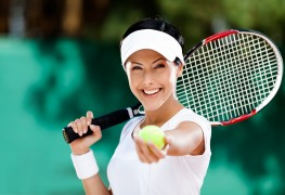 4 stylish ways to keep the sun out of your eyes during a tennis match
