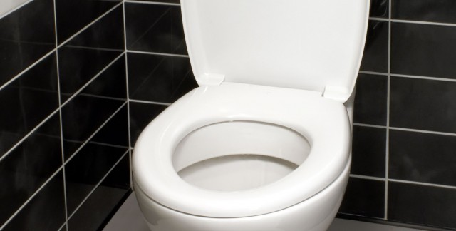 Tips for cleaning and maintaining a toilet
