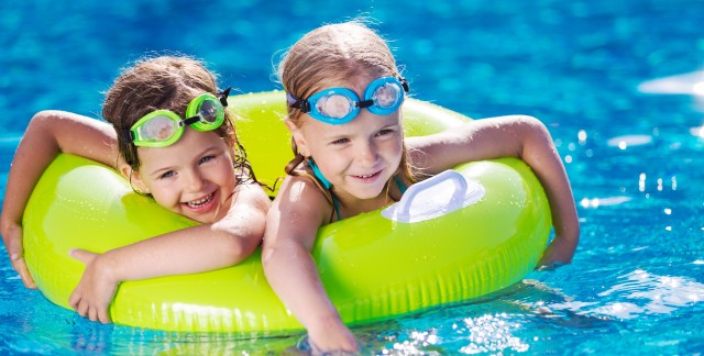 4 helpful tips for sun safety at water parks with the family