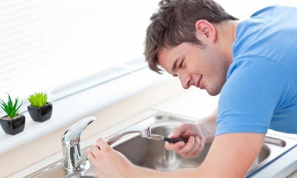 3 solutions faciles pour r parer soi m me un robinet trucs pratiques. Black Bedroom Furniture Sets. Home Design Ideas