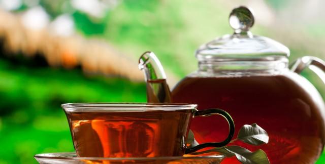 Quels sont les bienfaits du thé et du vin rouge