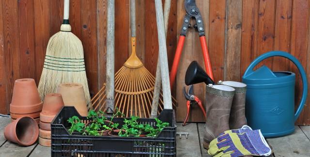 3 alternatives moins chères auxoutils de jardinage coûteux