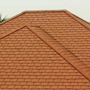 Comment savoir si vous devez réparer ou remplacer votre toiture