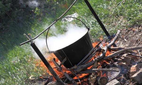 4 conseils pour cuisiner sur un feu de bois trucs pratiques. Black Bedroom Furniture Sets. Home Design Ideas