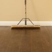 Parquet vitrifié ou huilé et sol en pierre ou carrelé : comment les nettoyer?