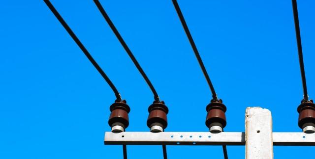 Pourquoi faut-il se tenir loin des lignes électriques?