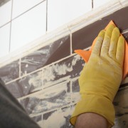Comment nettoyer et réparerle carrelage, retoucher le masticet le coulis