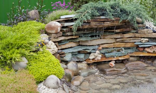 astuces pour l 39 installation d 39 un bassin de jardin trucs pratiques. Black Bedroom Furniture Sets. Home Design Ideas