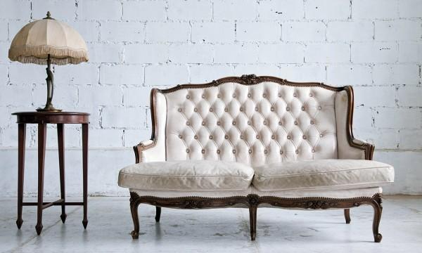 Les meilleurs tissus de recouvrement pour vos meubles trucs pratiques - Meilleur truc pour decaper un meuble ...
