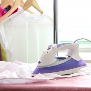 Quelques sages idées pour nettoyer vos fers à repasser et à friser