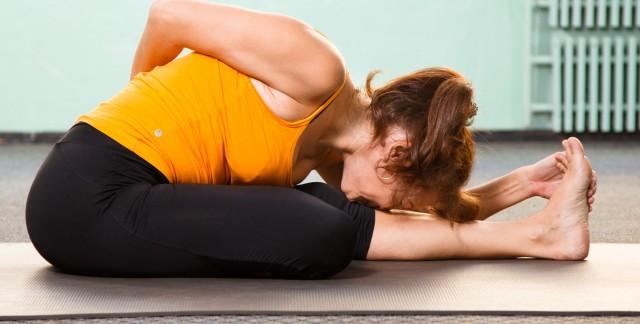 4 postures efficaces de yoga pour bien dormir