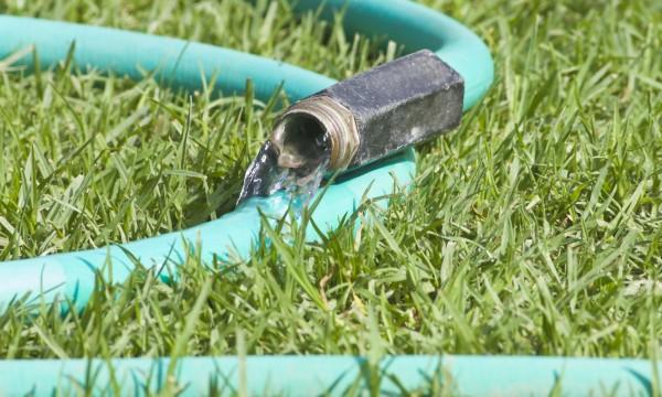 4 solutions pour les problèmes de tuyau d\'arrosage | Trucs pratiques