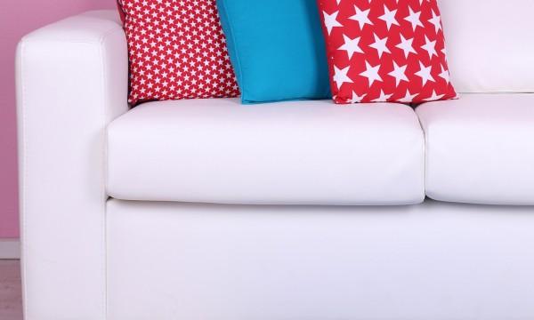 ce qu il faut savoir sur le nettoyage sec de votre canap trucs pratiques. Black Bedroom Furniture Sets. Home Design Ideas