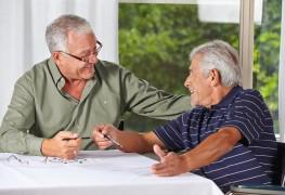 Comment les systèmes électroniques de la maison aident les personnes âgées