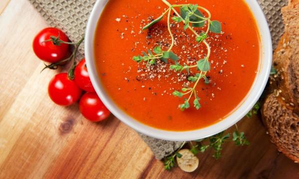 recette de soupe de tomate et poivron rouge avec un uf pic trucs pratiques. Black Bedroom Furniture Sets. Home Design Ideas