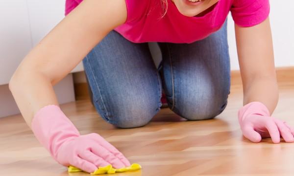 des conseils rapides pour enlever les taches des sols en. Black Bedroom Furniture Sets. Home Design Ideas