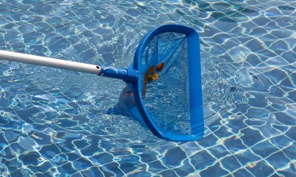 9 conseils fut es d 39 entretien d 39 une piscine trucs pratiques. Black Bedroom Furniture Sets. Home Design Ideas