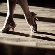 Apprendre à danser le live en deux temps, trois mouvements