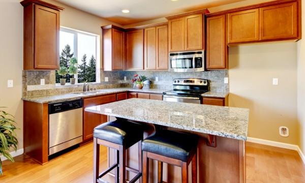 Comment trouver des armoires de cuisine au prix le plus for Cuisine petit prix