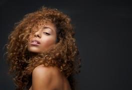 3 conseils pour mettre en valeur vos cheveux bouclés
