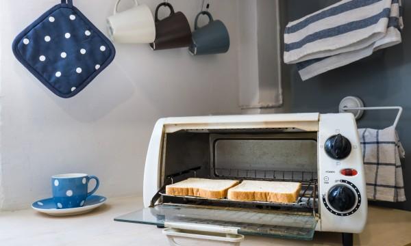 astuces simples pour nettoyer votre mini four trucs pratiques. Black Bedroom Furniture Sets. Home Design Ideas