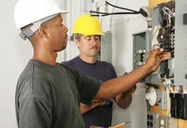 Ne jouez pas avec l'électricité : confiez le travail à un électricien