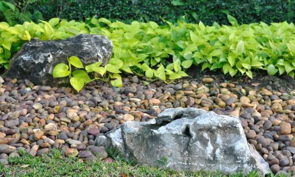 concevoir un jardin de rocaille pour les collines trucs pratiques. Black Bedroom Furniture Sets. Home Design Ideas