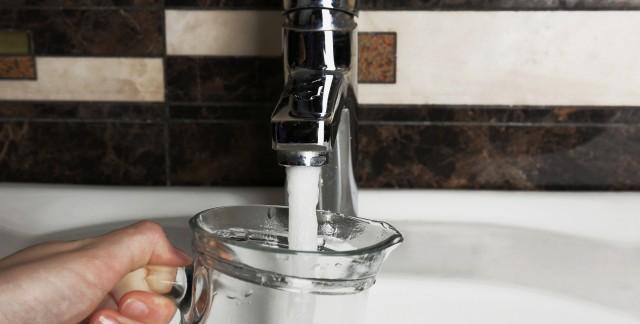 Déboucher un aérateur de robinet en 3 étapes faciles