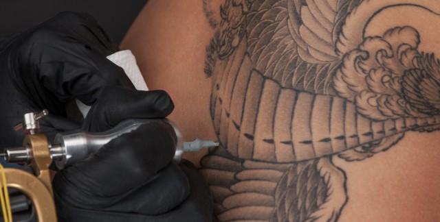 Risques liés aux tatouages