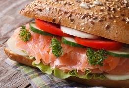 Sandwiches au saumonet à lamayonnaise auwasabi