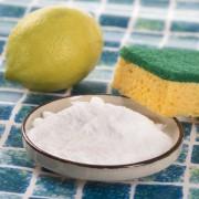 4 produits d'entretien naturels à base de plantes