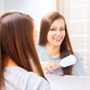 4 trucs pour enlever la colle des extensions capillaires de vos cheveux