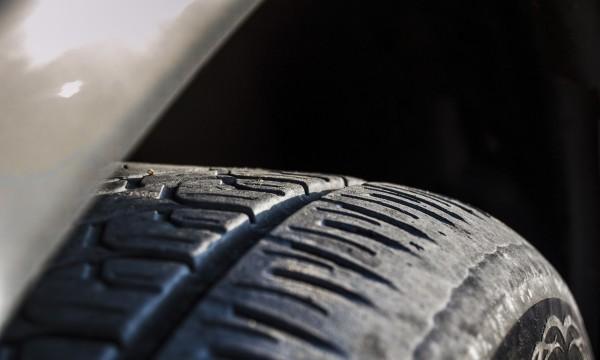 3 façons de savoir s'il est temps de changer vos pneus usés