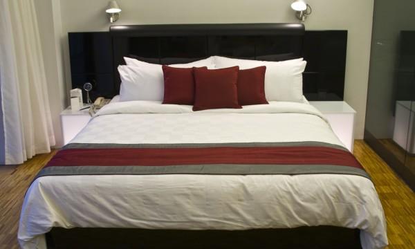 guide pratique pour nettoyer couettes et coussins trucs pratiques. Black Bedroom Furniture Sets. Home Design Ideas