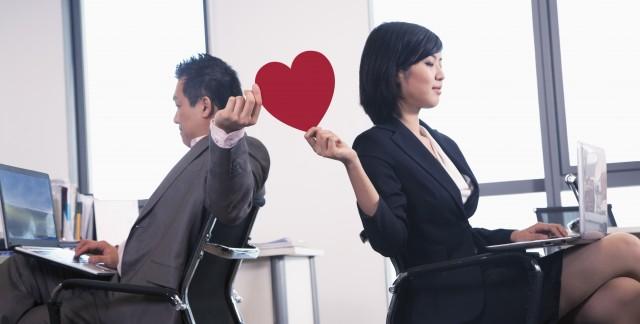 Conseils pour bien gérer une romance au travail