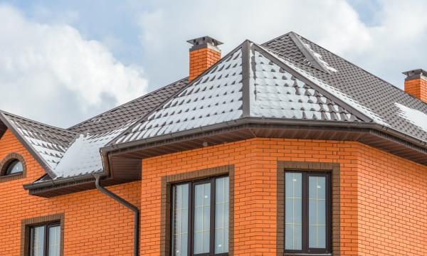 tout savoir sur l 39 entretien de votre toiture selon son mat riau trucs pratiques. Black Bedroom Furniture Sets. Home Design Ideas