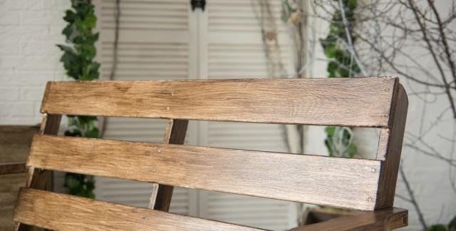 Trucs utiles : entretien de meubles vernis ou laqués et de vêtements anciens