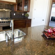 Comment éliminer les taches les plus tenaces dans la maison