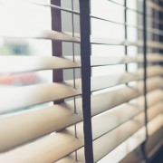 Conseils malins pour sélectionner les stores de fenêtres parfaits