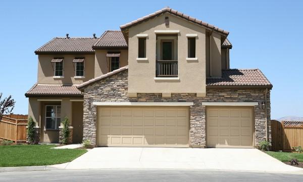 quelques astuces pour acheter une porte de garage trucs pratiques. Black Bedroom Furniture Sets. Home Design Ideas