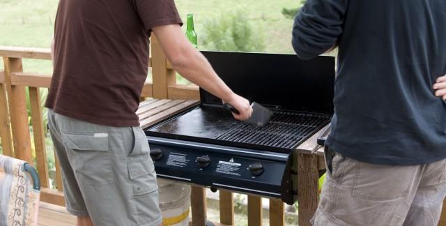 Nettoyer son barbecue sans produits chimiques