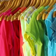 conseils utiles pour mettre de l 39 ordre dans les placards et garde robes trucs pratiques. Black Bedroom Furniture Sets. Home Design Ideas