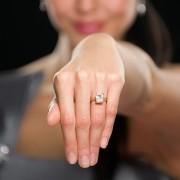 Comment trouver la bague de fiançailles parfaite