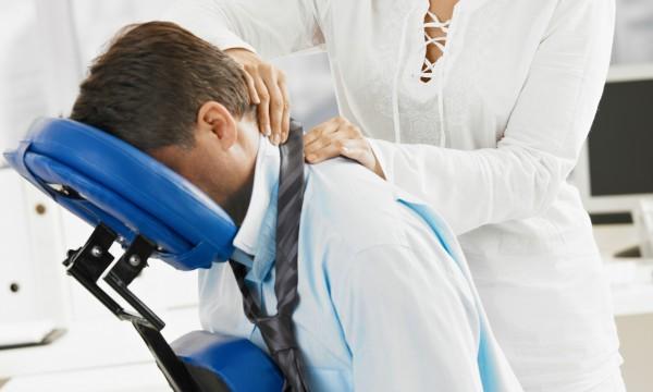 Pour un massage rapide, mais efficace: le massage sur chaise!