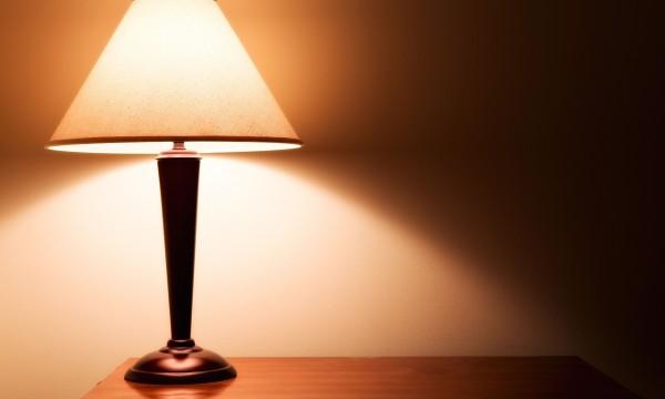 Astuces pour raviver une lampe avec un abat jour trucs for Changer une douille de lampe
