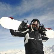 Trois façons de trouver une planche à neige à bas prix